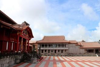 正殿に向かって右側の南殿・番所。こちらも内部を見学できます