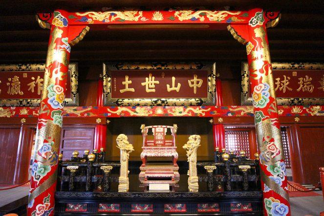 正殿2階の大庫理(うふぐい)