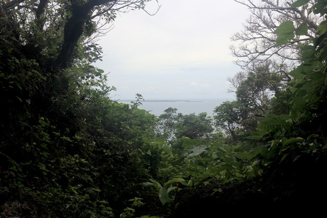 「神の島」久高島が見えます
