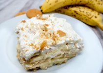 Old fashioned banana pudding recipe with whipped cream -- SO good!