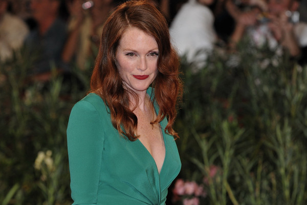 Julianne_Moore_-_66th_Venice_International_Film_Festival,_2009_(4)