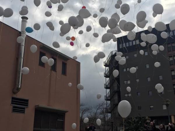 Giornata nazionale contro il cancro infantile: lanciati centinaia di palloncini