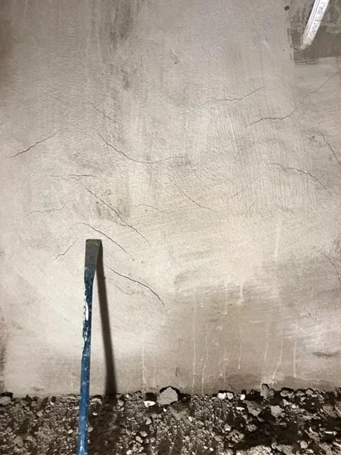 Tvättstugan putsa vägg torrsprickor krympsprickor
