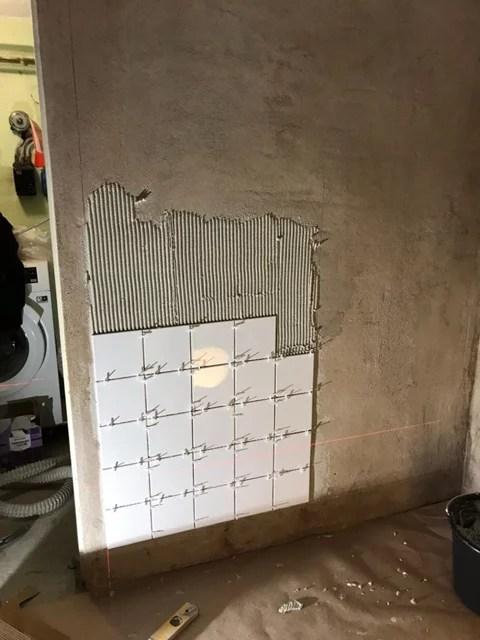 Tvättstuga renovering kakling vägg