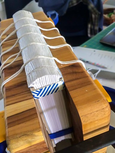 i Bookbinding - Rounding the Spine - Copy