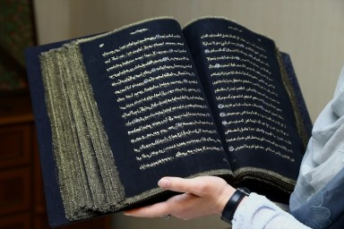 2016-12-02-quran-written-on-transparent-silk-pages-03