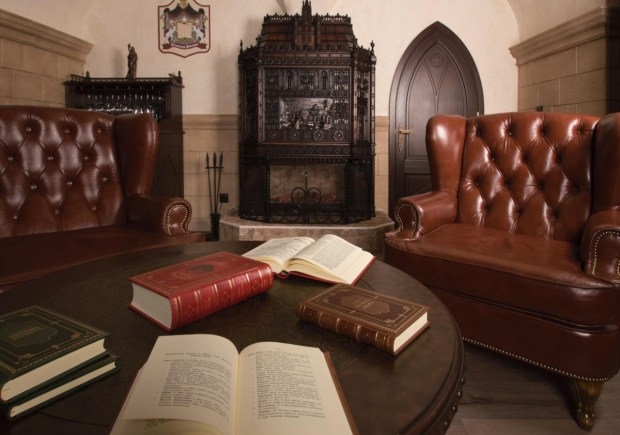 2017-01-09-private-rare-book-library-with-100e-entrance-fee-opened-in-saint-petersburg-04
