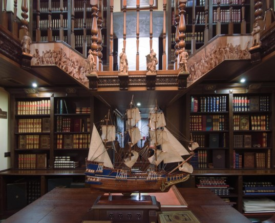 2017-01-09-private-rare-book-library-with-100e-entrance-fee-opened-in-saint-petersburg-05