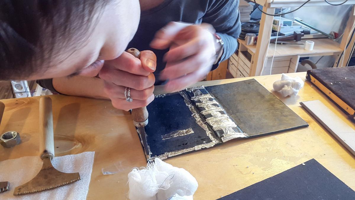 2017.03.28 - Gold Tooling Workshop - Bookbinding 20