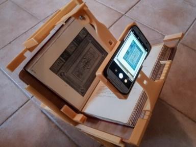 2018.09.26 - 3d-Printed Book-Scanning Frame for Smartphones 02