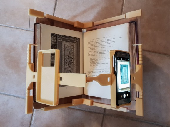 2018.09.26 - 3d-Printed Book-Scanning Frame for Smartphones 05