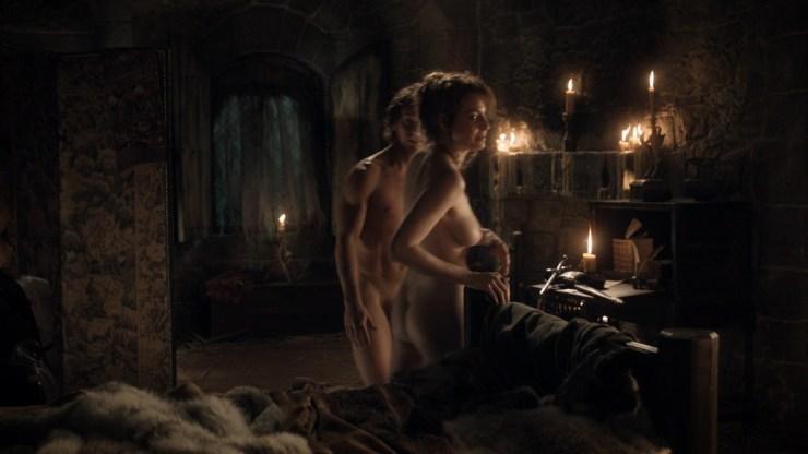 GoT S01E05 00.16.33 - Writing table in Theon Greyjoy's room