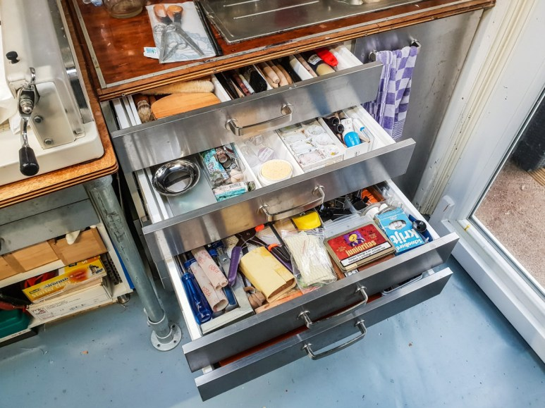 2019.03.08 - Visiting Nautilus Boekbinderij - More Drawers for Stuff in the Sink Cabinet 03