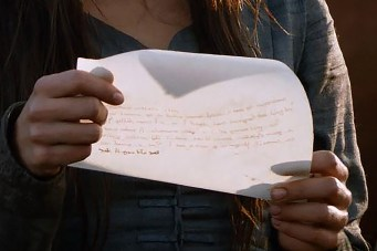 GoT S02E06 00.40.54 - Talisa writing a letter - close-up