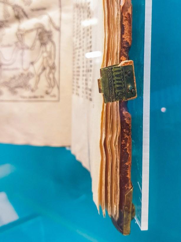 Clasp with letters on the Peregrinatio in terram sanctam by Bernhard von Breidenbach, 1490