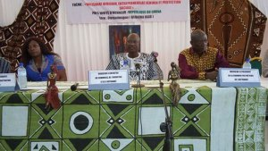 Le présidium lors de l'installation des Commissaires généraux du SIAO