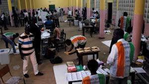 Le dépouillement des résultats dans un bureau de vote