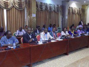 Les parlementaires attentifs aux communications