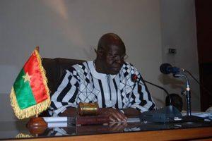 Le Président de l'Assemblée nationale Dr. Slalfou Diallo, prononçant son discours de clôture