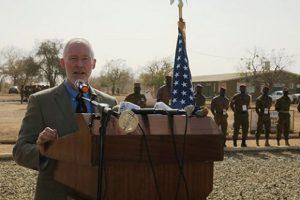 Le Premier conseiller de l'ambassade des Etats-Unis au Burkina, David Young pendant son allocution