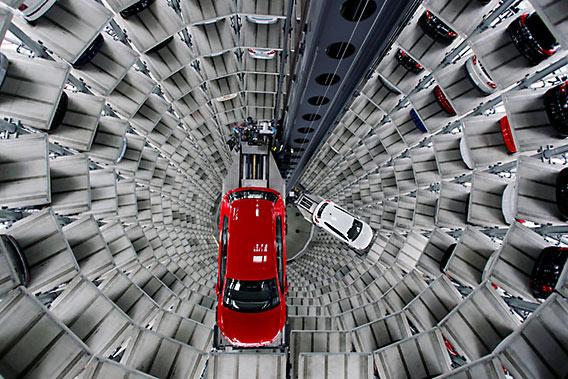 Als Volkswagen Golf of Volkswagen Scirocco moet je geen hoogtevrees hebben in zo'n Car Tower