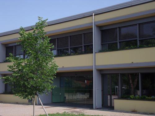 facciata della scuola secondaria Marie Curie