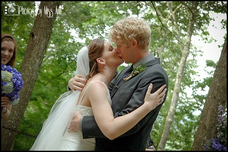example-photos-on-how-to-kiss-for-wedding-ceremony-destination-wedding-tips-photos-by-miss-ann