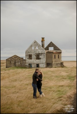 romantic-iceland-pre-wedding-session-at-abandoned-house