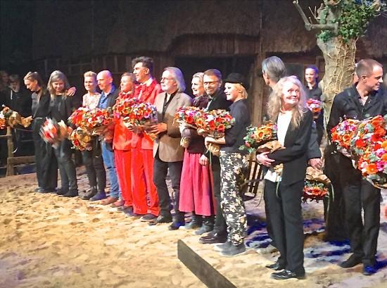 Benny, Björn, Lars & Kristina with the cast of Hjælp Søges