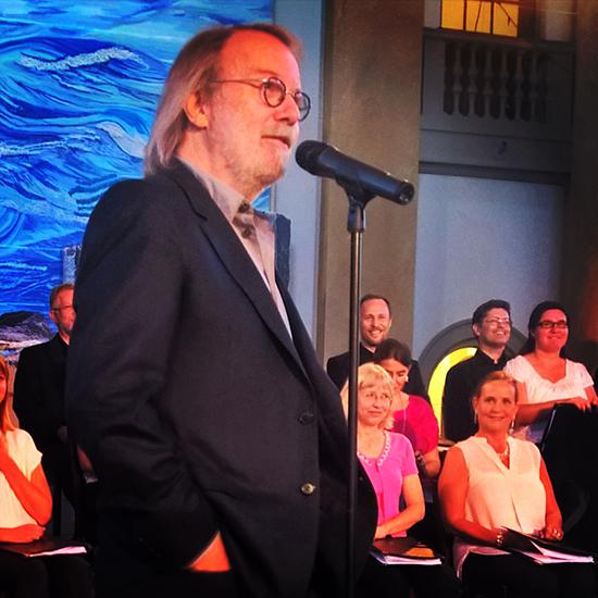Benny addressing the audience at Eric Ericsonhallen, Skeppsholmen