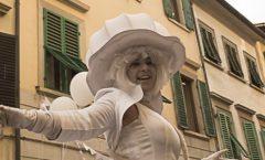 "E'chasses femme, la dama in bianco e il duo ""Femmes en Blanc"""