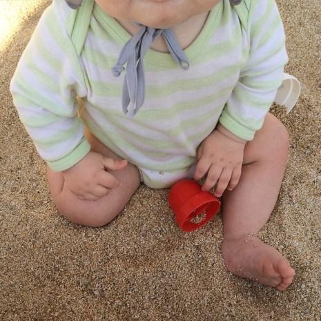 Baby im Sand
