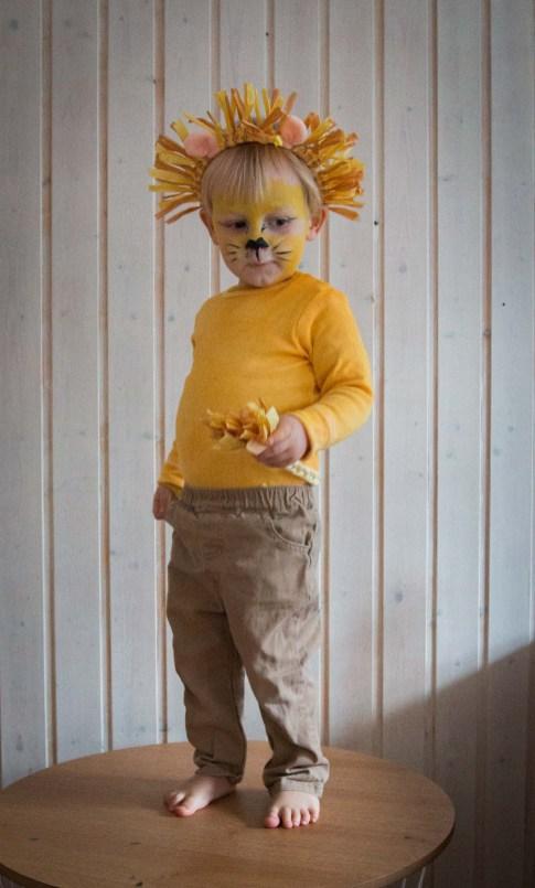 Ein schnelles Löwenkostum als Fasching Verkleidung für die Kinder. Kinder verkleiden sich super gerne, dieses Kostüm ist gemütlich, günstig und macht was her. Die Löwenverkleidung findet ihr auf dem Blog | Ichsowirso.de