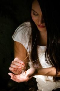 Die Kugelkette mit Quarzstein ist aus vergoldetem Sterlingsilber und von Masbelleza in leibevoller handarbeit hergestellt.