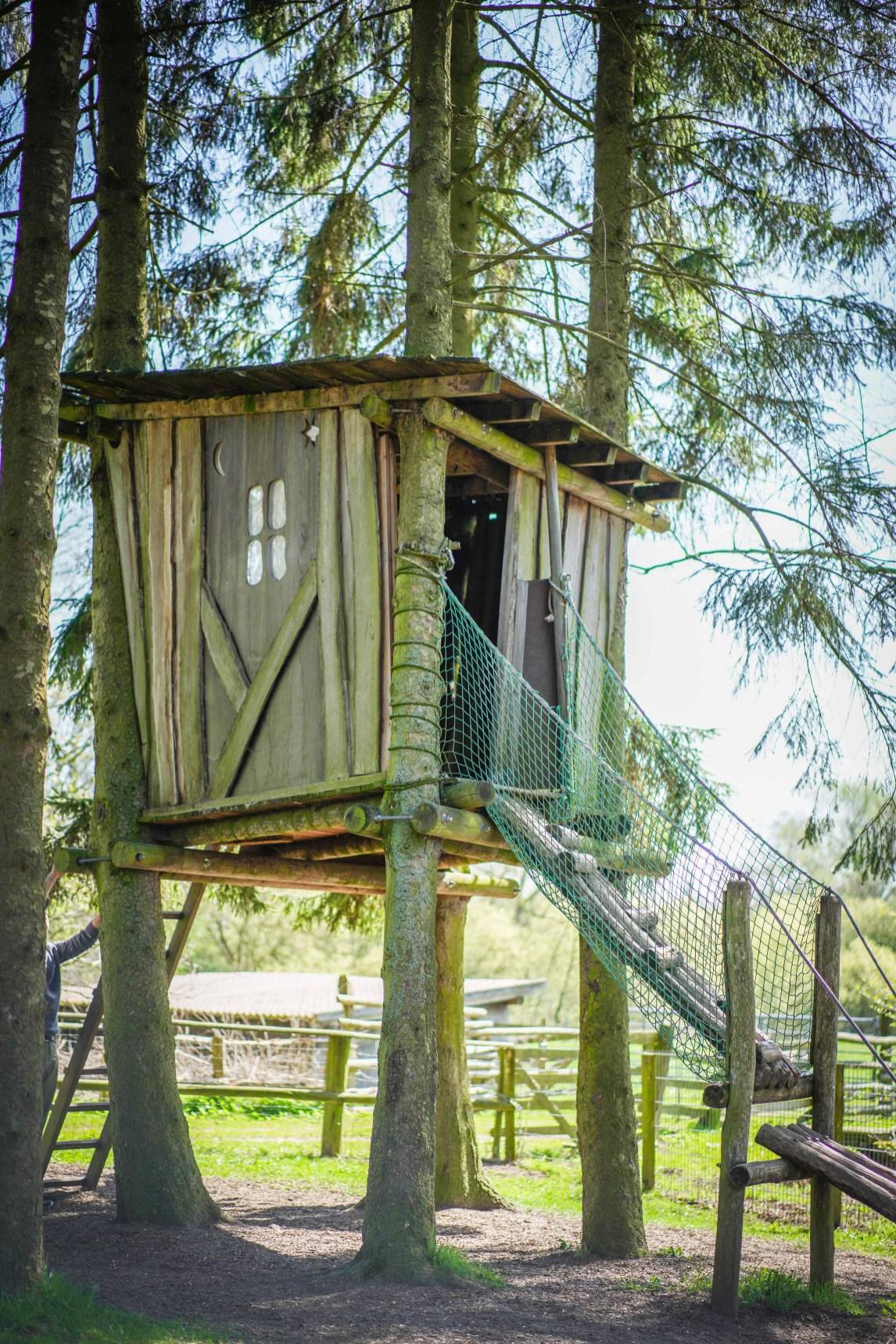 Ein Ausflugsziel in Hamburgs Umgebung ist auf jeden Fall das Gut Wulksfelde in Tangstedt. Ein toller Ausflug um Hamburg und die Umgebung zu erleben. Tiere und Biolebensmittel regional und nett gibt es auf dem Hof Gut Wulksfelde. Ich berichte auf dem Blog über unseren Ausflug | ichsowirso.de
