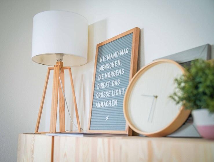 Eingewöhnungszeit n unserem neuen Haus auf dem Land. Wir sind hell und skandinavisch eingerichtet. Hier unser Letterboard mit witzigem Spruch| Ichsowirso.de