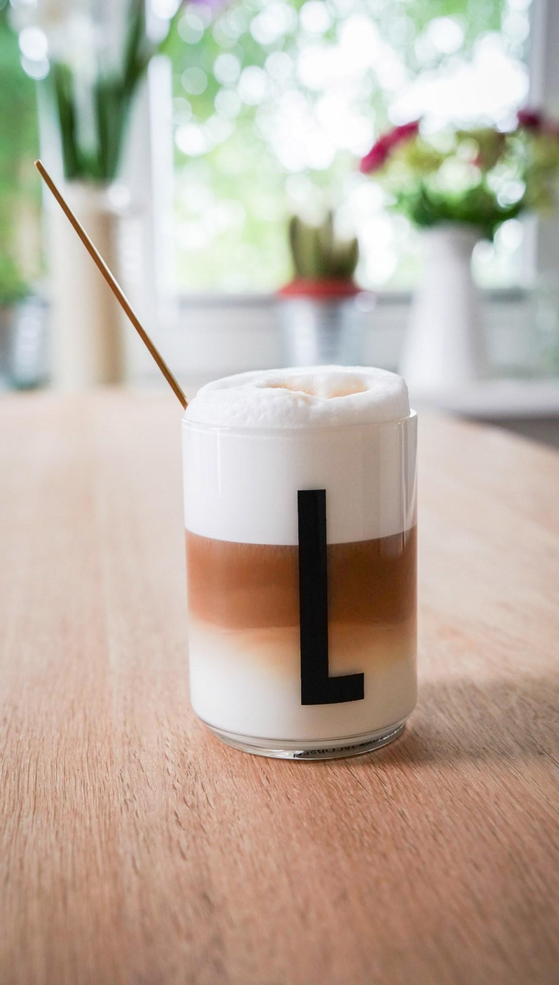 Mit dabei mein neues Kaffee Glas von Designletters. Wir arbeiten in der Stadt und wohnen auf dem Land und das als Selbstständige. Ein paar Zeilen über unsere neue Arbeitssituatuion jetzt auf ichsowirso.de