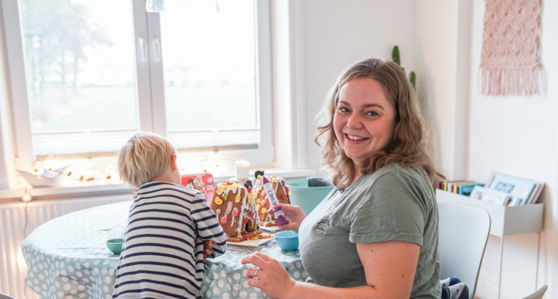 Tipps zum stressfreien Kekse backen mit kindern. Auch beim Verzieren des Lebkuchen Häuschens super anzuwenden. | Ichsowirso.de