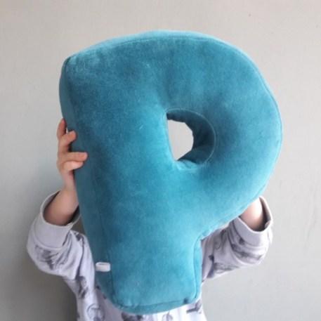Wunderbare Handmade Produkte für Kidner fertigt Ina von Little Planet. Für euch haeb ich heute individuelle Schriftzüge aus Strickdraht | Ichsowirso.de