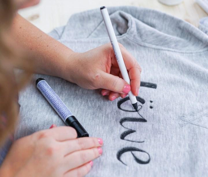 In Kooperation mit edding habe ich eine einfache Videoanleitung für euch. Das DIY mit den Textilmarkern von edding ist super schnell und einfach umzusetzten. Eurer Kreativität sind keine Grenzen gesetzt.