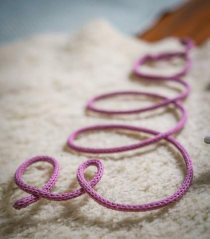 Die schönsten Geschenke zur Geburt oder zur Schwangerschaft sind die, die von Dauer sind und Geborgenheit geben. Meine 5 Liebsten Geschenke findet ihr auf dem Blog | ichsowirso.de
