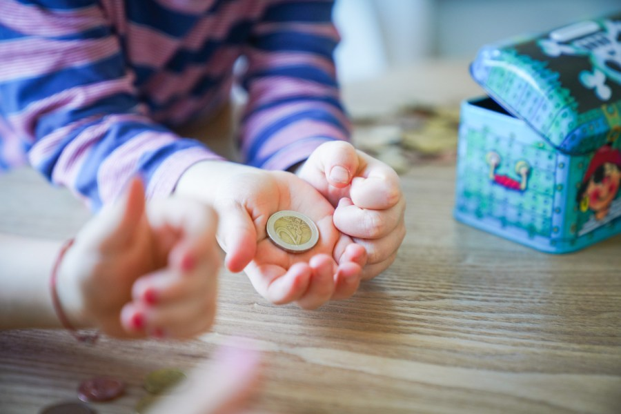 Für euch gibt es 20 Spartipps um das Geld im Alltag zusammen zu halten. Schon im kleinen kann man auf dem Konto viel bewirken. | Ichsowiro.de