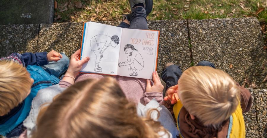 """Auf dem Blog stelle ich euch heute das wunderbar illustrierte Buch """"Die Natur"""" vor. Es regt uns an uns ermuntert mal wieder wahrzunehmen was genau vor unserer Nase zu finden ist."""
