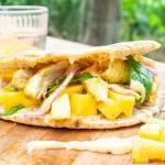 Grillbrot mit Mangosalat und Curryhähnchen