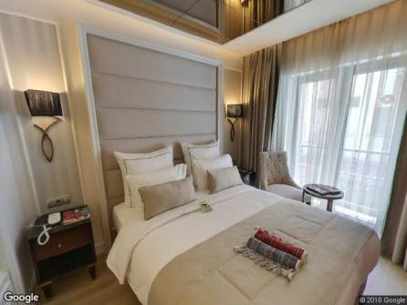 Le Petit Palace Hotel Room