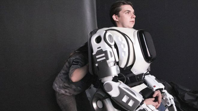 EXTRA: Dancing 'robot' at exhibition turns out to be a man in a robot costume
