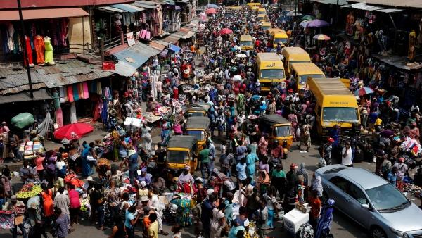 File photo: Lagosians ahead of Christmas December 23, 2016. CREDIT: Akintunde Akinleye/Reuters