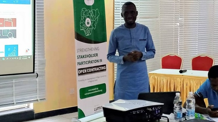 Yekeen Akinwale, an investigative journalist with The ICIR, addresses participants at the Open contracting workshop in Ekiti State.