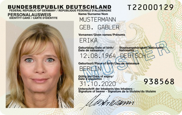 Germans Will Soon Be Able to Scan Their ID Cards Using the iPhone