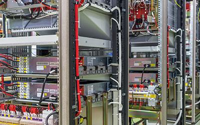 Soluciones de fabricación e integración de equipos y sistemas mecatrónicos, de ICM